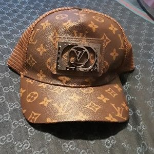 LV printed not authentic hat !!